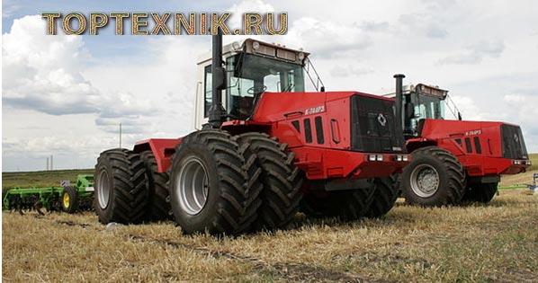 трактор на поле в работе