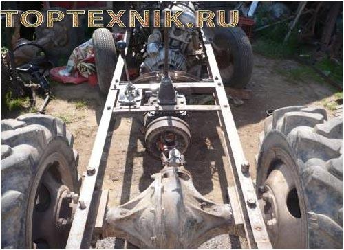сбока самодельного трактора